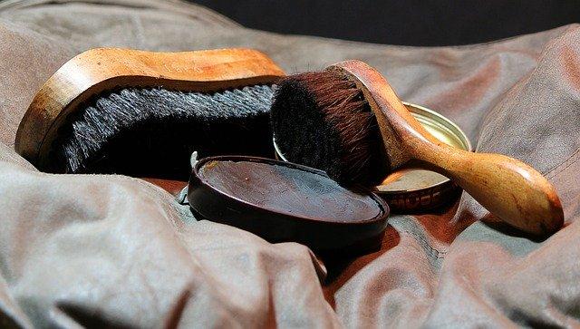 shoes polish and brush